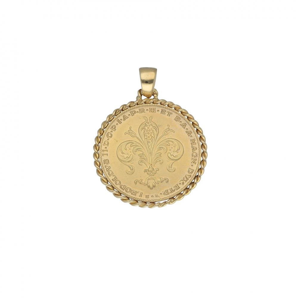 Pendant Charm necklace...